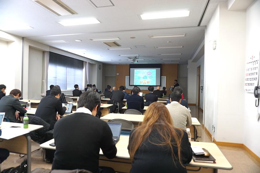 満席状態の釧路市IoT推進ラボ 第6回検討会・MaaS勉強会の様子